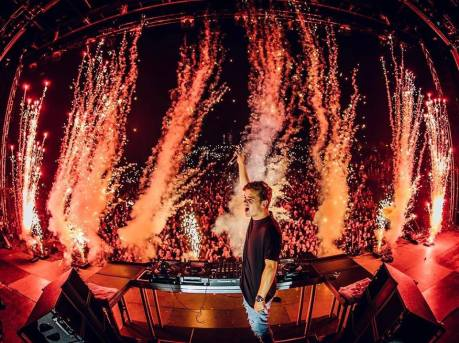 "Martin Garrix's ""Animals"" Hits The One Billion Mark On YouTube!"