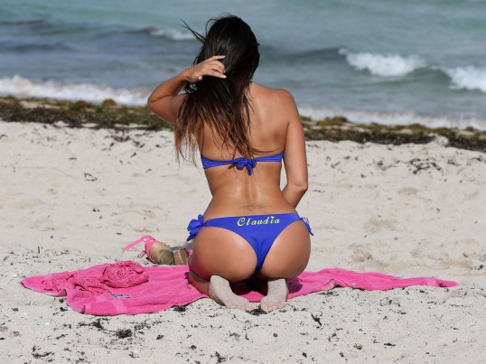 Claudia Romani Looks Sexy In A Blue Bikini On Miami Beach