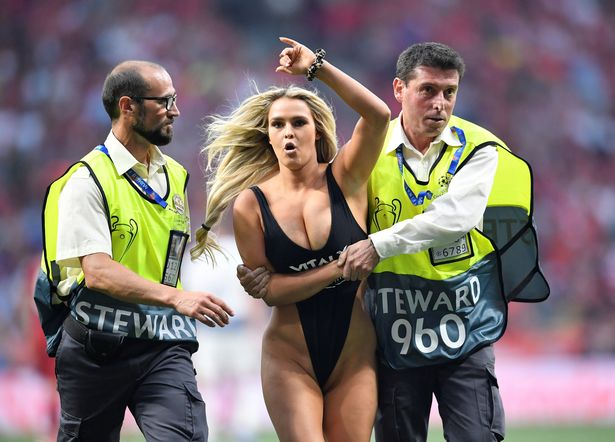 HOTTEST Female Pitch Invaders In Sports